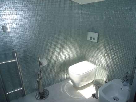 Instalação Sanitária: Casas de banho modernas por Belgas Constrói Lda