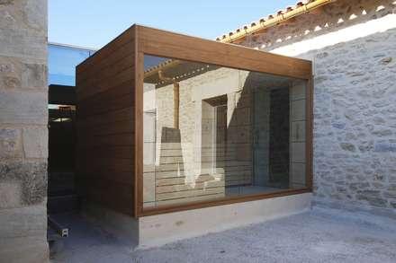 SAUNA KUBIK: Spa de estilo minimalista de INBECA Wellness Equipment