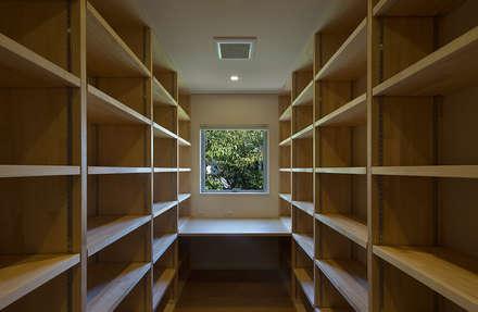 高台の家: Atelier Squareが手掛けた書斎です。
