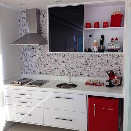 Projetos: Cozinhas modernas por PILOTTIZ ARQUITETURA E DESIGN