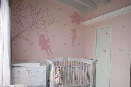 Realizzazioni: Stanza dei bambini in stile in stile Moderno di luigi.ronchi81
