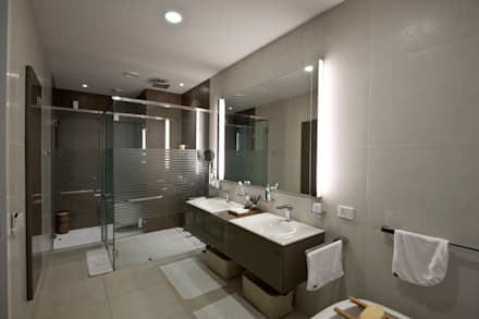 Private Residence, Koregaon Park, Pune: modern Bathroom by Chaney Architects