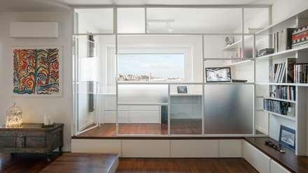 Studio: Studio in stile in stile Industriale di Archifacturing