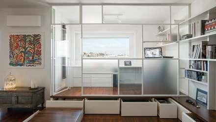 Salva spazio: Studio in stile in stile Industriale di Archifacturing