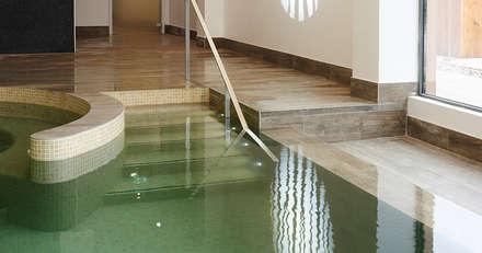 Swimming Pool & Spa: classic Spa by Aqua Platinum Projects