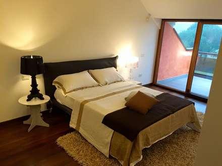 Appartamento a Desenzano del Garda: mediterranean Bedroom by Devincenti Multiliving