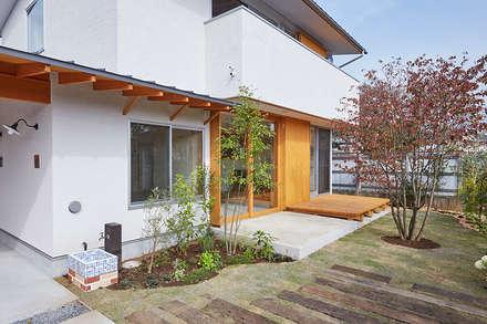 庭と土間テラス: 一級建築士事務所co-designstudioが手掛けた庭です。