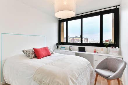 Little Loft Boulogne 43m²: Chambre de style de style Industriel par La Decorruptible
