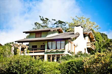 Casa LZ: Casas campestres por CARLOS EDUARDO DE LACERDA ARQUITETURA E PLANEJAMENTO LTDA.