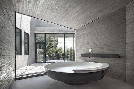 송도주택: 아키텍케이 건축사사무소의  화장실