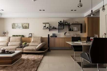 [HOME] Yunshi Interior Design: KD Panels의  거실