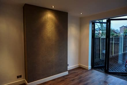 Beautiful Family Home: minimalistic Media room by Thompson McCabe
