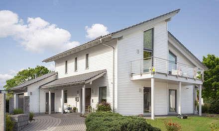 YOUNG FAMILIY HOME - Außenansicht: moderne Häuser von SchwörerHaus