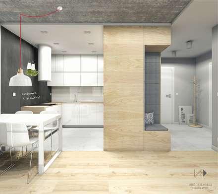 Mieszkanie dla młodej pary,46m2: styl , w kategorii Jadalnia zaprojektowany przez Architekt wnętrz Klaudia Pniak