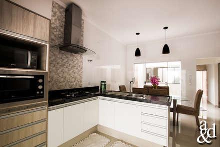 Residência: Cozinhas modernas por Arch & Design Studio