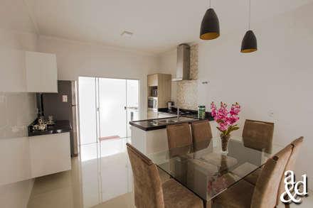 Residência: Salas de jantar modernas por Arch & Design Studio