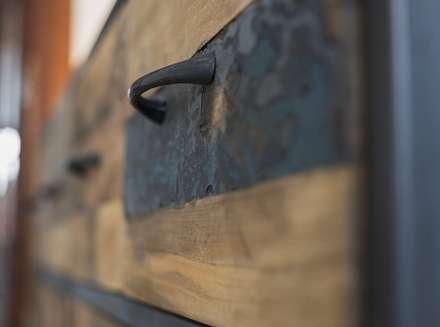 Diseño vintage para una casa de pueblo en Mallorca: Pasillos y vestíbulos de estilo  de Bornelo Interior Design