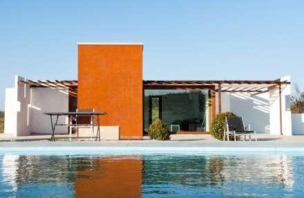 Arquitectura Casa Klee con pergolado Exterior: Casas de estilo moderno de MODULAR HOME