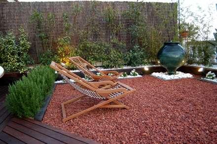 : Jardines de estilo moderno de jardinista