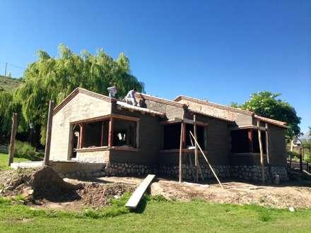 """Casa de Huespedes - """"SR"""": Casas de estilo rural por Comma - Oficina de arquitectura"""