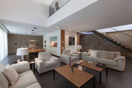 Vivienda particular: Salones de estilo moderno de Teresa Casas Disseny d'Interiors