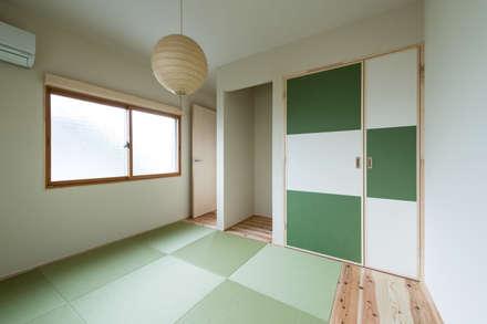 Re:M-house: coil松村一輝建設計事務所が手掛けた寝室です。