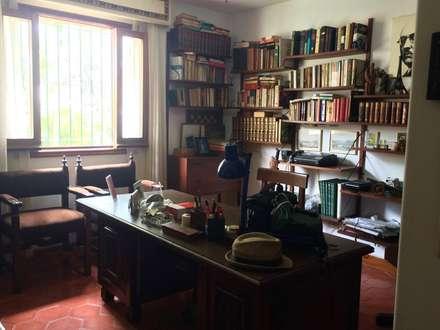 Casa en Santa Paula: Oficinas de estilo  por TP TOP Caracas
