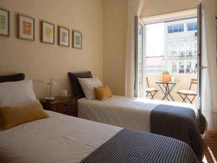 ห้องนอน by MUDA Home Design