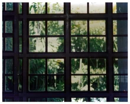 Detalle vidriera: Paredes de estilo  por R+P