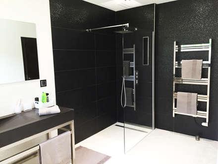 Salle de bain enfant 1: Salle de bain de style de style Moderne par Laura Djabourian Architecture d'intérieur