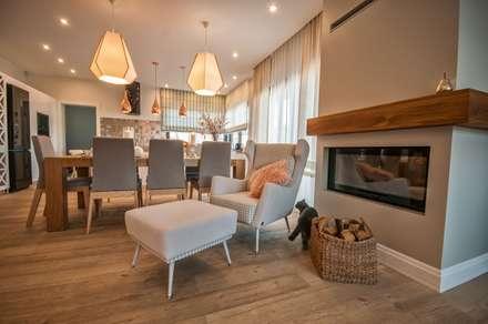 Skandynawski Eklektyzm: styl , w kategorii Salon zaprojektowany przez Pracownia Architektury Wnętrz Hanny hildebrandt