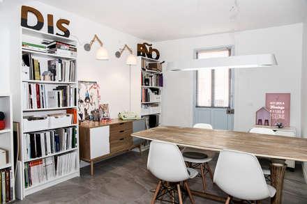 Sala reuniones: Oficinas y Tiendas de estilo  de La Proyectual