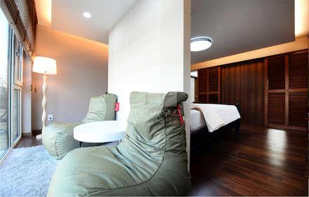 침실 뒷편에 마련된 TEA 공간: 코원하우스의  베란다