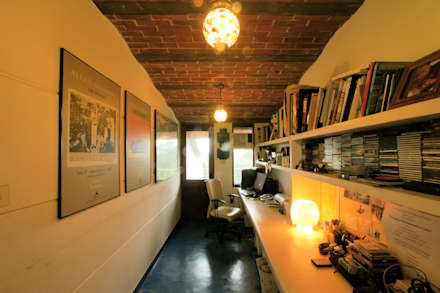 Duplex Apartment, Creativity, Auroville: eclectic Study/office by C&M Architects