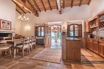 Real Estate Photography in Algarve: Cozinhas rústicas por Pedro Queiroga | Fotógrafo