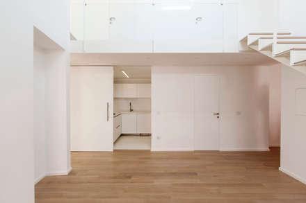La casa di G: Cucina in stile in stile Minimalista di studio di architettura Antonio Giummarra