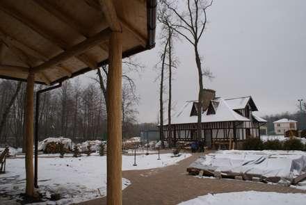 Вид на гостевой дом от главного входа.: Гаражи в . Автор – Ал