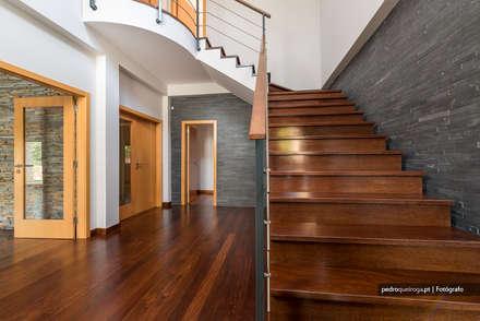 Interior Photography in Algarve: Corredores, halls e escadas modernos por Pedro Queiroga   Fotógrafo