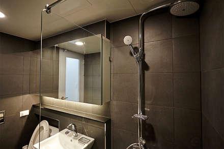 BATH ROOM 1: 제이앤예림design의  화장실