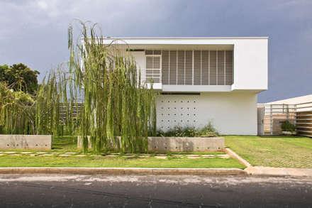 CASA SAN FRANCISCO: la casa de los cinco patios: Casas de estilo  por NMD NOMADAS