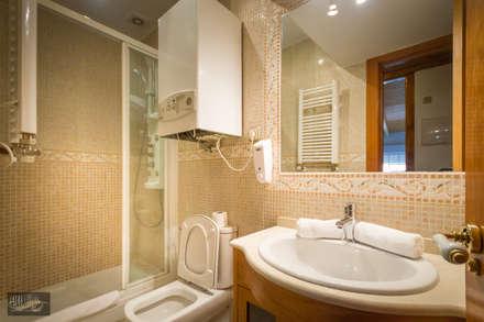 Casa de Banho: Hotéis  por Pedro Brás - Fotografia de Interiores e Arquitectura   Hotelaria   Imobiliárias   Comercial