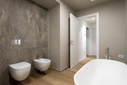 PASSIVE HOUSE: Bagno in stile in stile Moderno di Tommaso Giunchi Architect