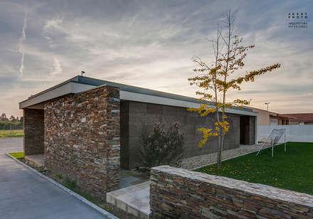 Casa AVR - Ovar : Jardins modernos por ARKHY PHOTO