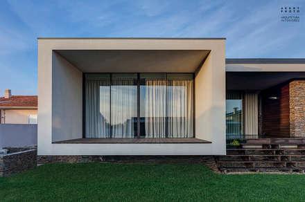 Casa AVR - Ovar : Habitações  por ARKHY PHOTO