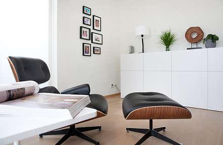 Het ontwerp en realisatie van een woonkamer: moderne Woonkamer door Interieur Design by Nicole & Fleur