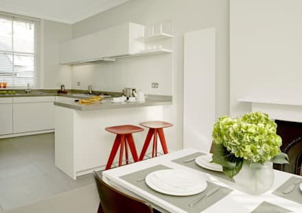 Small U Shaped Kitchen: modern Kitchen by Elan Kitchens