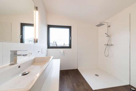 dachaufstockung fr ein architekturbro minimalistische badezimmer von helwig haus und raum planungs gmbh