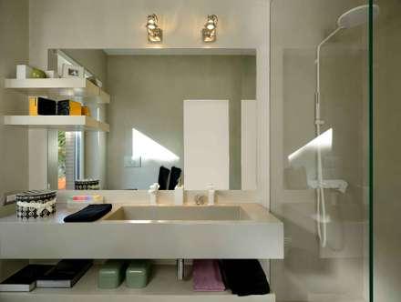 Mia House: Bagno in stile in stile Moderno di Arabella Rocca Architettura e Design