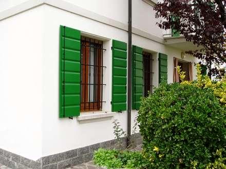 SCURI: Giardino in stile in stile Classico di Contesini Studio & Bottega
