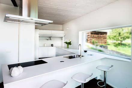 : Cucina in stile in stile Moderno di FALEGNAMERIA GASPERI SNC